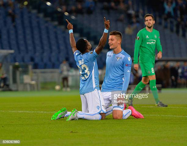 Lazio's midfielder Ogenye Onazi celebrates after scoring a goal 11 with teammates during the Europe League football match SS Lazio vs AS...