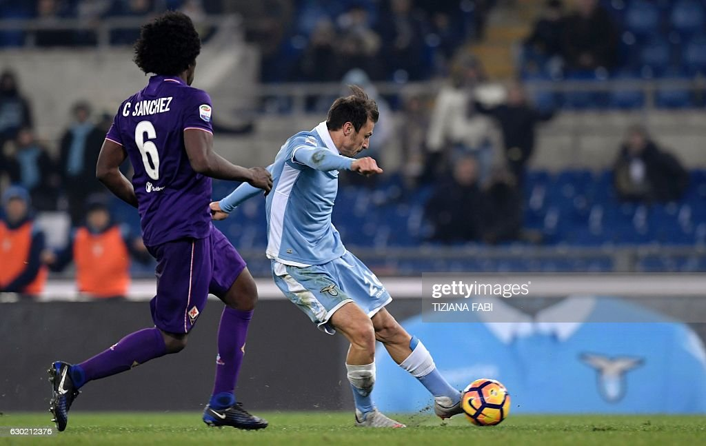 Lazio's Romanian defender Stefan Radu (R) kicks to score a goal during the Serie A football match between Lazio and Fiorentina at Olympic Stadium in Rome on December 18, 2016. / AFP / TIZIANA