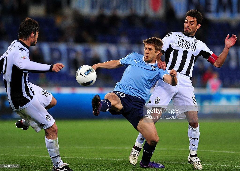 Lazio's Uruguayan forward Emiliano Tosca : News Photo