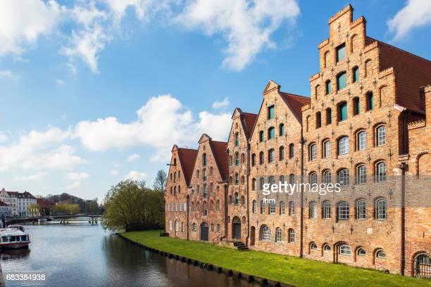 Lübeck: Historic salt store buildings with a sightseeing boat on the Obertrave River (Schleswig-Holstein/ Germany)