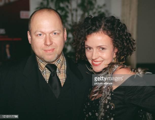 Lächelnd kommen Schauspielerin Maria Schrader und ihr Lebensgefährte der Regisseur Rainer Kaufmann am 922000 zur Eröffnungsparty der 50...