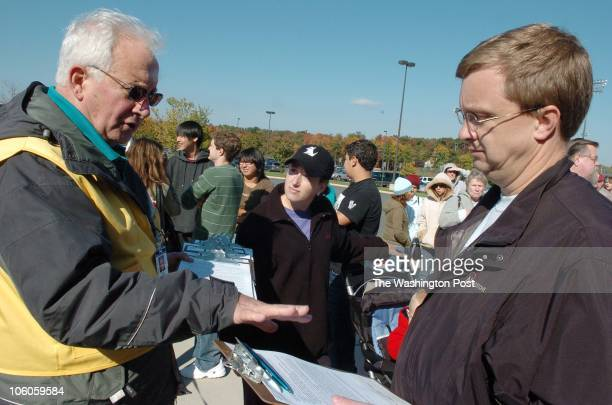 ldflu26 DATE October 21 2006 CREDIT Ricky Carioti / TWP Loudoun Heights Va Mass vaccination exercise by the Loudoun Health Department to gauge the...
