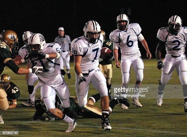 ld/foot DATE October 12 2007 NEG# 194917 CREDIT Ricky Carioti / TWP Langley High School in McLean Va EDITOR remote Stone Bridge at Langley football...