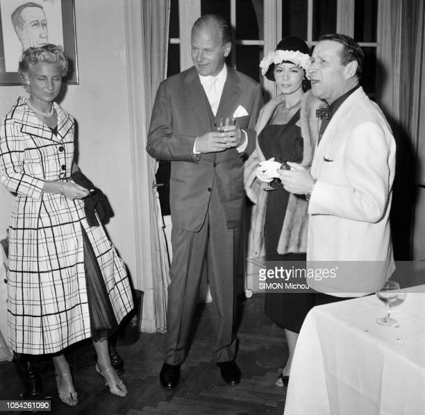 Le 10ème Festival de CANNES 1957 se déroule du 2 au 17 mai Le 10ème Festival de Cannes se déroule du 2 au 17 mai 1957 Georges SIMENON pipe à la main...