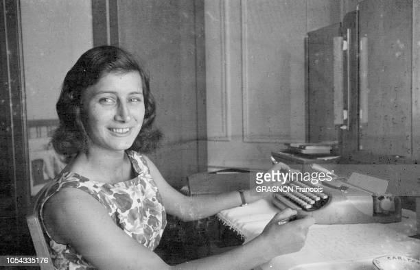 Le 12ème Festival de Cannes se déroule du 30 avril au 15 mai 1959 A Cannes le sourire d'une jeune israélienne de 21 ans Yaël DAYAN éclipse celui des...