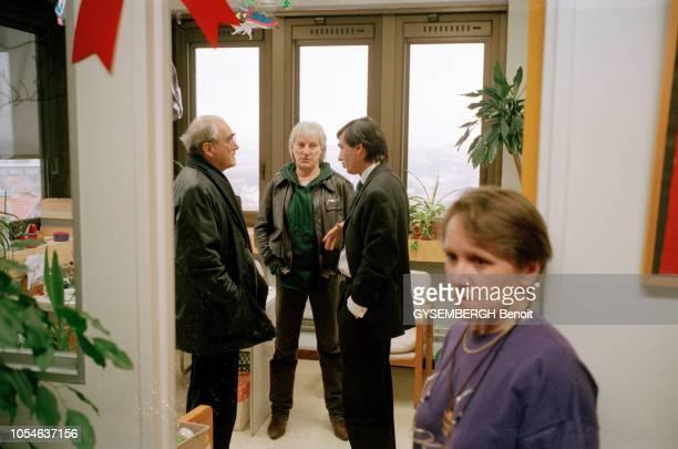 Le 18 novembre 1995 Le ministre de la Culture Philippe DOUSTEBLAZY ancien médecin lors du lancement de l'opération 'Silence Musique' visant à faire...