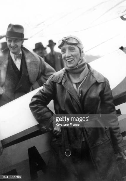 Le 1er avril 1921 l'aviatrice française Adrienne Bolland à son arrivée à Santiago au Chili après avoir survolé les Andes à bord de son Caudron G3 au...