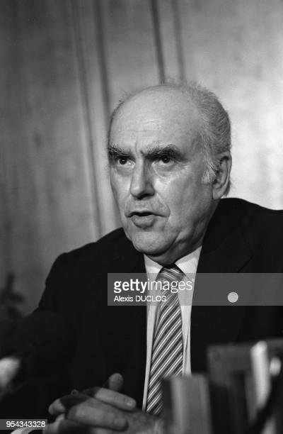 Le 1er ministre grec Andreas Papandreou lors des élections législatives à Athènes le 2 juin 1985 Grèce