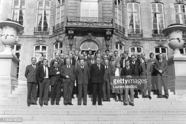 Le 1er ministre Pierre Mauroy et les pdg des entreprises nationalisées lors d'une réunion à l'Hotel Matignon à Paris le 23 février 1982, France.