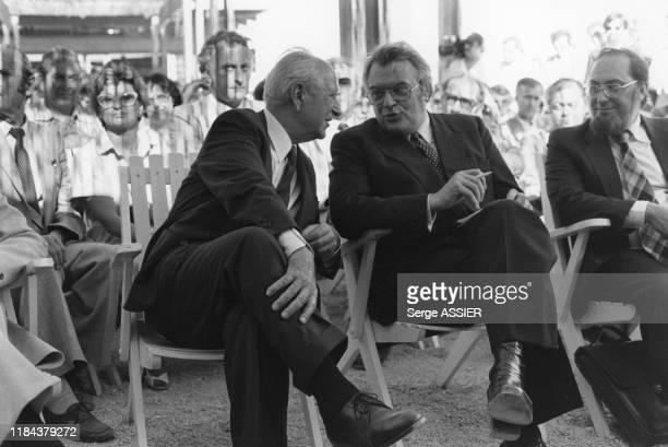 Le 1er ministre Pierre Mauroy reçu par Gaston Defferre, ministre de l'intérieur et maire de Marseille le 12 juin 1981, France.