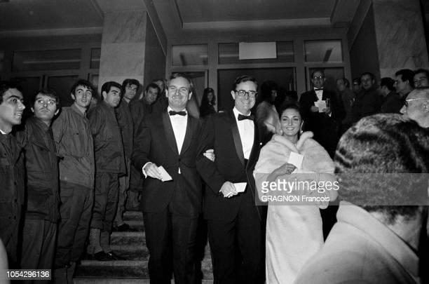 PARIS le 25 octobre 1966 Première du film 'Paris brûletil ' de René CLEMENT dont la sortie en salles est prévue pour le lendemain Ici le réalisateur...