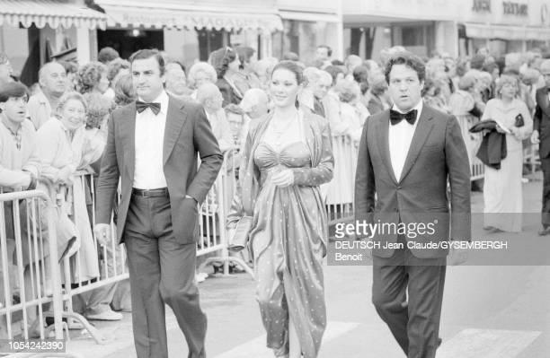 Le 33ème Festival de Cannes se déroule du 9 au 23 mai 1980 Aldo MACCIONE Edwige FENECH et Renato POZZETTO les acteurs du film 'Je suis photogénique'...
