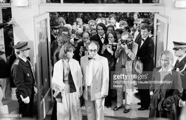 Le 33ème Festival de Cannes se déroule du 9 au 23 mai 1980 Nathalie BAYE actrice française à l'entrée du Palais des festivals avec le réalisateur...