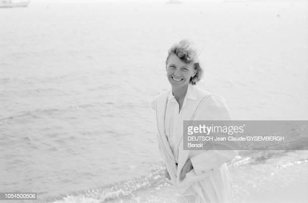 Le 33ème Festival de Cannes se déroule du 9 au 23 mai 1980 Portrait d'Aurore CLEMENT actrice française souriante sur la plage de Cannes