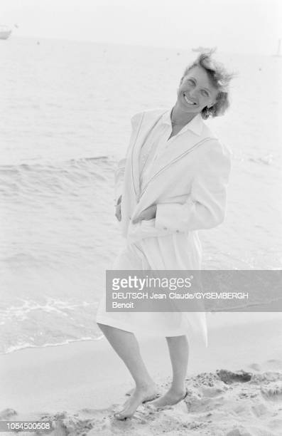 Le 33ème Festival de Cannes se déroule du 9 au 23 mai 1980 Portrait d'Aurore CLEMENT actrice française photographiée en pieds et souriante sur la...