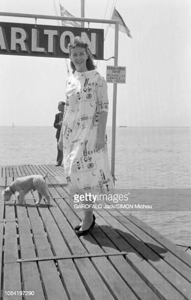 Le 8ème Festival de CANNES se déroule du 26 avril au 10 mai 1955 l'actrice américaine Betsy BLAIR vedette du film MARTY de Delbert MANN qui va...