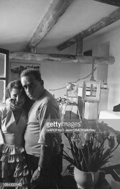 Le 9ème Festival de CANNES 1956 s'est déroulé du 23 avril au 10 mai plan de face de Véra CLOUZOT blottie contre son mari HenriGeorges CLOUZOT...