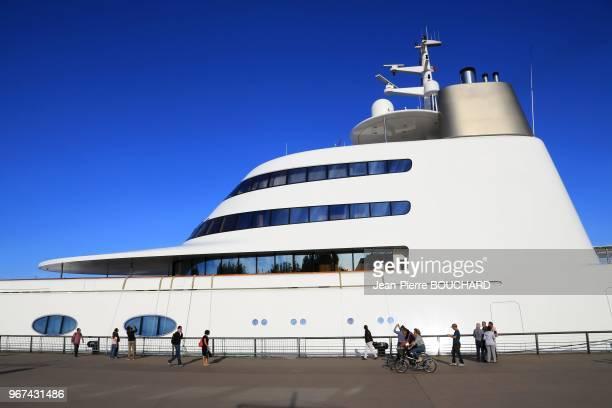 Le 'A' du nom de son propriétaire et de son épouse Andreï et Aleksandra Melnitchenko yacht de luxe conçu par Philippe Starck et Martin Francis...
