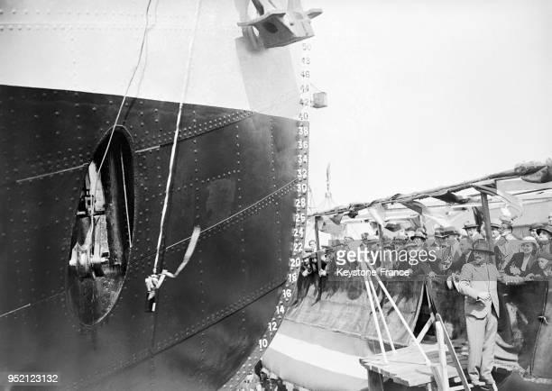 Le baptême au champagne de la nouvelle drague 'PasdeCalais II' dans le port de Dunkerque Frane en 1933