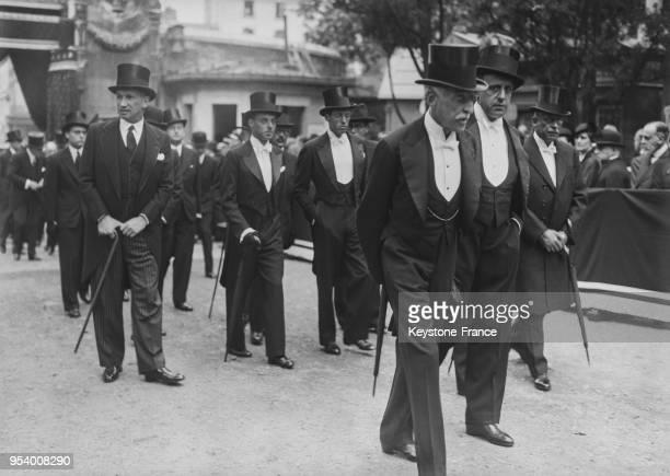Le baron Edouard de Rothschild dans le cortège funèbre de la baronne Edmond de Rothschild au cinmetière du PèreLachaise à Paris France en 1935
