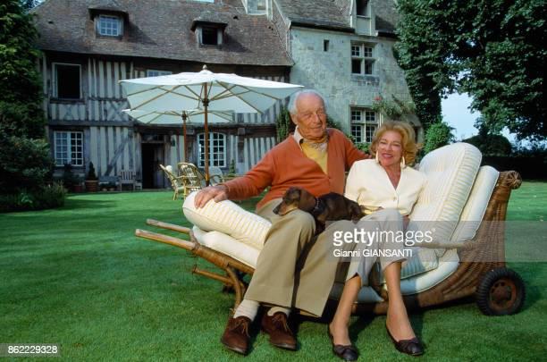 Le Baron Guy de Rothschild et sa femme Hélène dans leur propriété de Touques en Normandie le 19 aout 1993 France