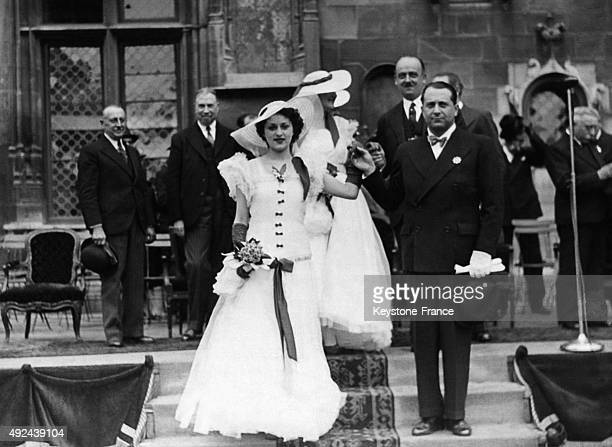 Le Baron James de Rothschild et la Reine du Muguet Liliane Baumohl lors de la Fete du Muguet le 15 mai 1938 a Compiegne France