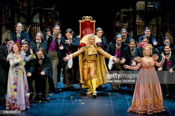 Le baryton biélorusse Nikolay Borchev , la mezzo-soprano écossaise Katherine Aitken , la soprano suisse-italienne Clara Meloni et les chœurs dans «...