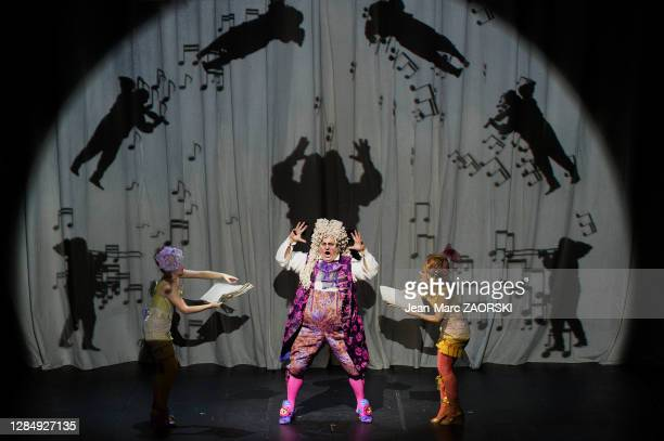 Le baryton-basse italien Renato Girolami , la mezzo-soprano écossaise Katherine Aitken et la soprano suisse-italienne Clara Meloni dans « La...