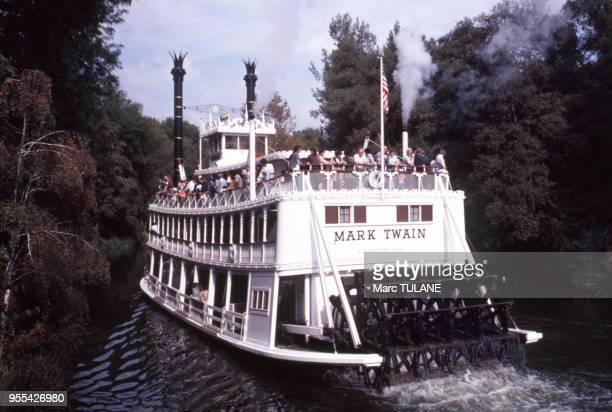 Le bateau ?Mark Twain Riverboat? de Disneyland, à Anaheim, en octobre 1979, en Californie, Etats-Unis.