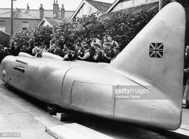 Le bolide aérodynamique de George Eyston photographié avant son embarquement pour les EtatsUnis au RoyaumeUni le 14 septembre 1937