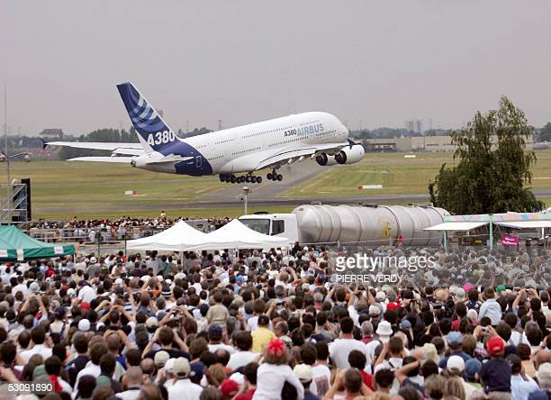 Giant Airbus A380 takes off during its flying display in front of a crowd of visitors at the 46th International Paris Air Show 17 June 2005 at Le...
