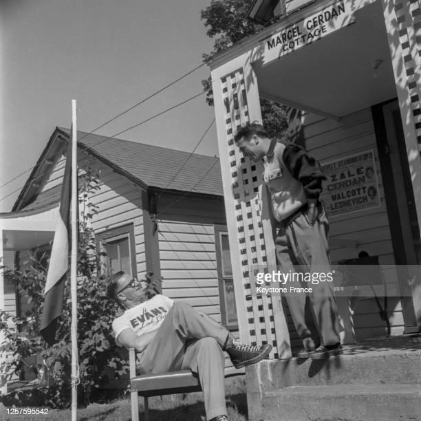 Le boxeur français Marcel Cerdan dans son hôtel de Loch Sheldrake avant son combat contre Tony Zale, le 6 septembre 1948, Etats-Unis.