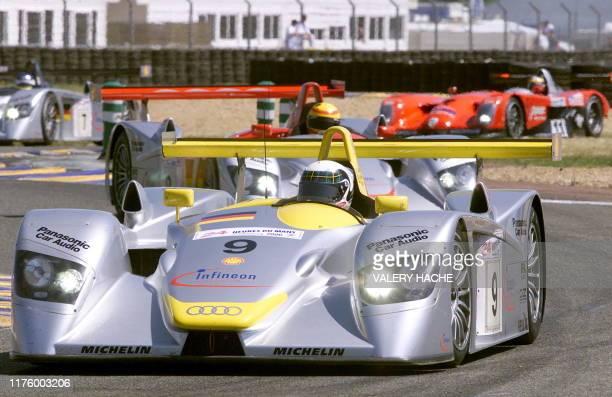 le Britannique Allan McNish pilote son Audi le 17 Juin 2000 au Mans en tête de la 68e édition des 24 Heures du Mans automobile après 4 heures de...