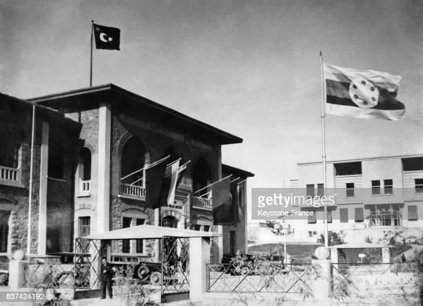 Le bâtiment de la Grande Assemblée Nationale de Turquie pavoisé de drapeaux de six pays ayant participé à la conférence balkanique à Ankara Turquie...