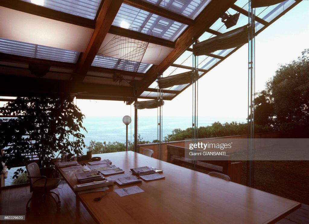 Le bureau de larchitecte italien renzo piano à gênes le 15 mai 2000
