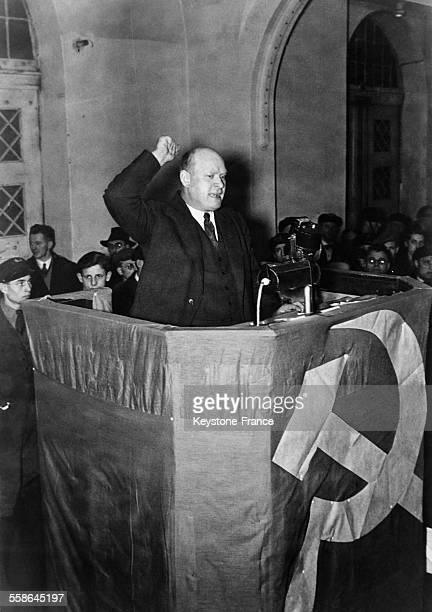 Le candidat communiste a la presidence du Reich, Ernst Thalmann, prononce un discours electoral devant 20 000 personnes, au Palais des Sports, a...