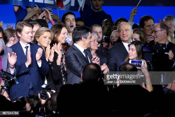 Le candidat LR François Fillon serrant la main d'Alain Juppé entouré de sa femme Pénélope Fillon Valérie Pécresse François Baroin Nathalie Kosciusko...