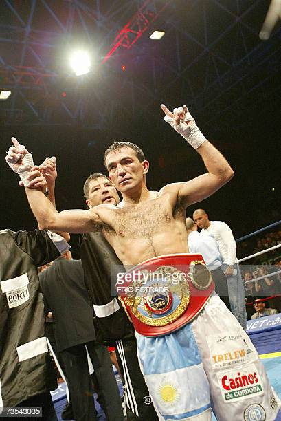Argentinian Omar Narvaez celebrates after winning the WBO flyweight world championship fight against France Brahim Asloum, 10 March 2007 in Le...