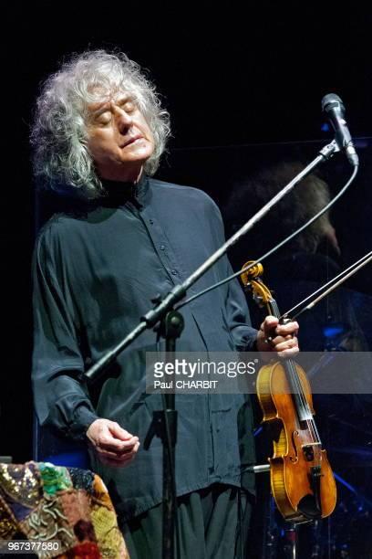 Le cantautore italien Angelao Branduardi en concert à l'Olympia le 31 mars 2015 Paris France
