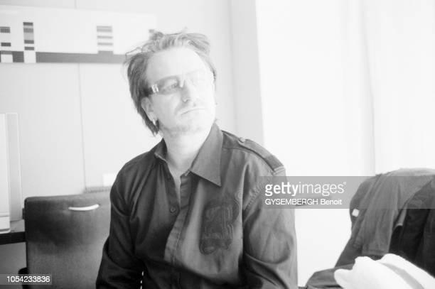 Le Cap Afrique du Sud 30 novembre 2003 Le chanteur Bono s'est rendu en Afrique du Sud pour participer à la Journée mondiale du sida parrainée par...