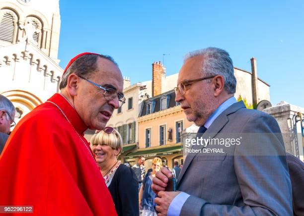 Le Cardinal Barbarin avec JeanYves Secheresse élu socialiste responsable de la sécurité à la mairie de Lyon à l'occasion de la traditionnelle...