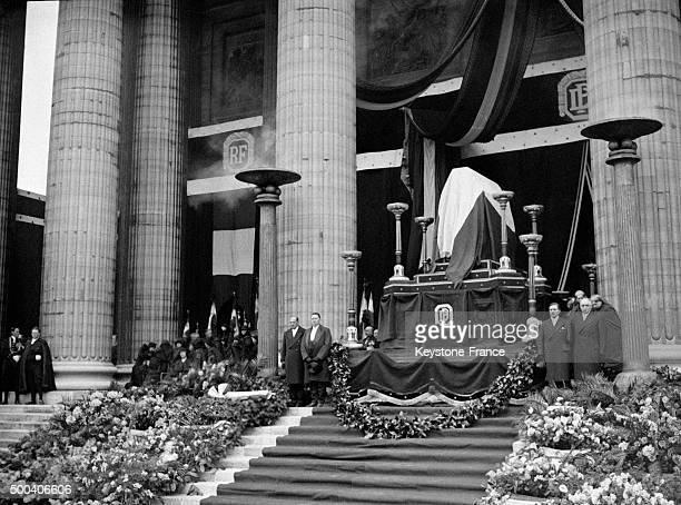 Le catafalque de Paul Doumer devant le Pantheon en mai 1932 a Paris France