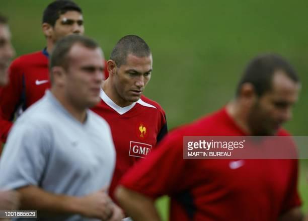 le centre Tony Marsh s'échauffe avec ses coéquipiers lors d'une séance d'entraînement le 10 septembre 2003 à Marcoussis un mois avant le coup d'envoi...