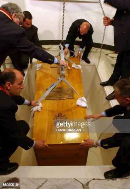 Le cercueil Pape JeanPaul II au Vatican le 8 avril 2005 Rome Italie