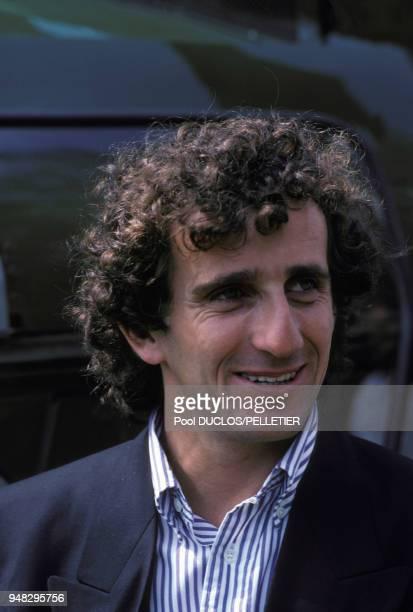 Le champion automobile Alain Prost lors de la remise de la Légion d'Honneur au cuisinier Roger Vergé le 10 mai 1987 à Mougins France