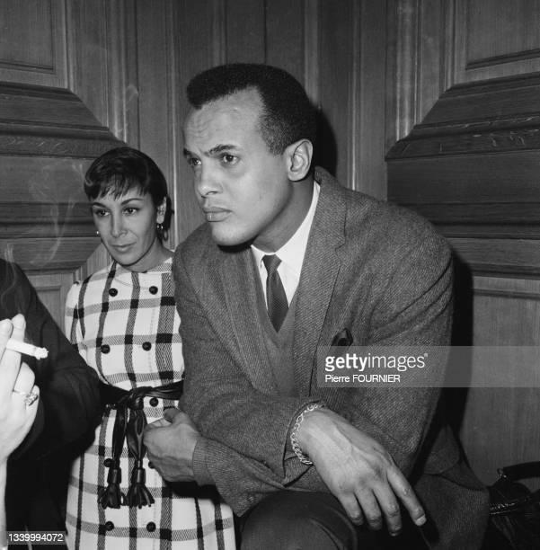 Le chanteur américain Harry Belafonte à l'Hôtel George V à Paris.