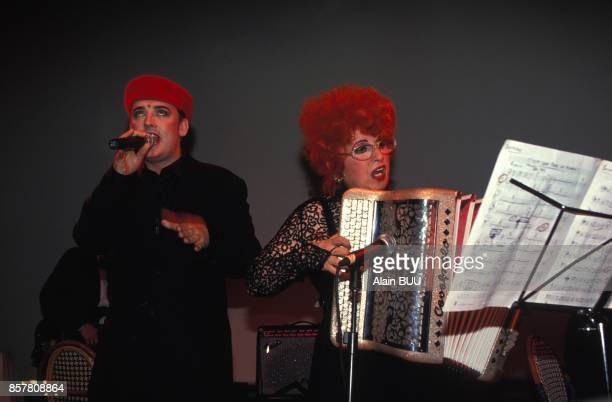 Le chanteur Boy George et l'accordeoniste Yvette Horner lors de la soiree 'Defilons ensemble contre le Sida' le 14 juin Paris France
