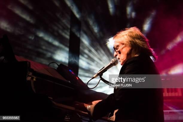 Le chanteur Christophe en concert live dans le cadre du festival 'Voix de Fête' le 9 mars 2015 au Victoria Hall Genève Suisse