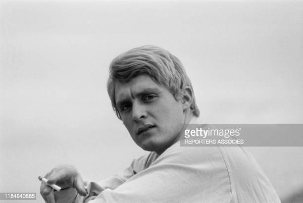 Le chanteur français Christophe chez lui à Paris le 19 novembre 1963 France