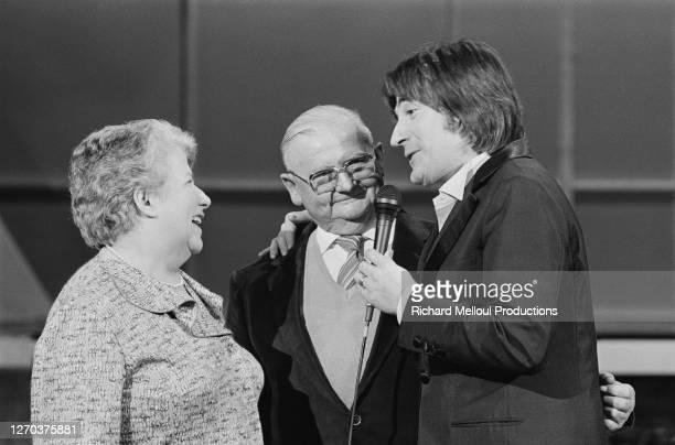 """Le chanteur français Serge Lama retrouve les gens chez qui il passait ses vacances en 1955, dans la nouvelle émission de Patrick Sabatier, """" Toute..."""